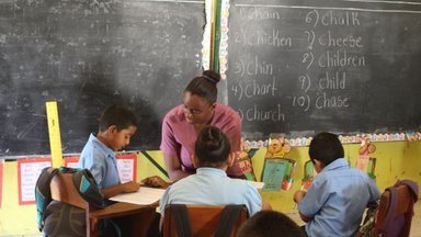 Peace Corps Response Volunteer teaches literacy program in Belize