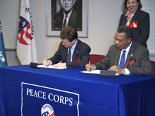 Peace Corps Director Aaron S. Williams and Special Olympics Chairman and CEO Timothy Shriver sign the Memorandum of Understanding at Peace Corps headquarters.