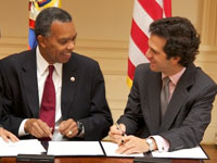 Colombian Minister of Foreign Affairs Jaime Bermdez (right) and Peace Corps Director Aaron S. Williams sign an Understanding to establish a Peace Corps program in Colombia.