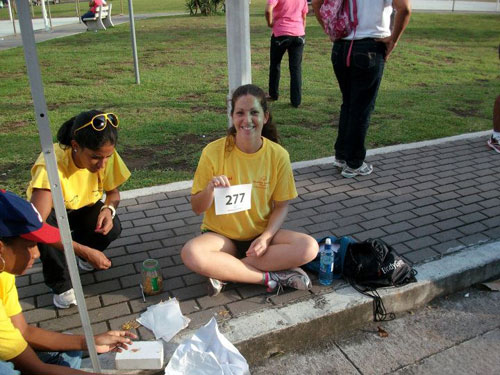 Catherine Fabiano, a Peace Corps Response Volunteer in Panama, helped with setup for the annual Carrera/Caminata orfun run at the Cinta Costera in Panama City.