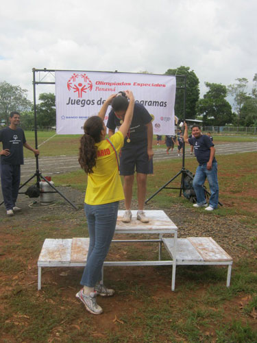 Catherine presented a first place medal to a Special Olympics athlete during the Subprogram Games in Veraguas, Panama.