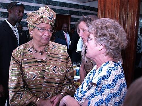 Noble peace prize winner, Ellen Johnson-Sirleaf, talks with a Volunteer in Washington, DC