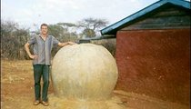 To make this water jar for the Ministry of Health, we sewed bags together to make one large bag, filled it with manure and cemented around the outside. Then we removed the dung and made a cover.