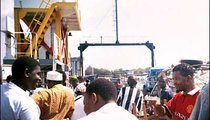 The ferry to Mombasa Island can accommodate 800 people and 40 vehicles. It is free for pedestrians and bicyclists.